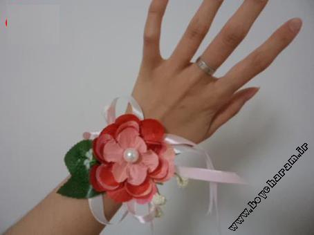 آموزش ساخت دستبند,دستبند سازی,ساخت دستبند با گل,ساخت دستبند زنانه فانتزی,دستبند فانتزی زنانه,مدل های دستبند,ساخت جواهرات زنانه,آموزش جواهرسازی,ساخت مچ بند با گل,آموزش کاردستی,ساخت کاردستی دستبند,آموزش دستبند سازی با روبان