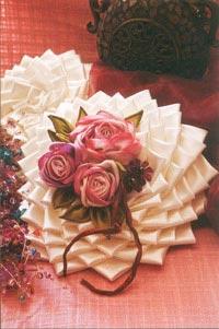 روبان دوزی,آموزش تصویری گل های روبانی,آموزش رایگان گلهای روبانی,آموزش روبان دوزی,آموزش روبان دوزی رایگان,آموزش روبان دوزی روی کوسن,آموزش روبان دوزی و گل های روبانی,آموزش روبان دوزی گل رز,آموزش ساخت گلهای روبانی,آموزش گل با روبان پارچه ای,آموزش گل با روبان کاغذی,آموزش گل رز با روبان,آموزش گل رز روبان دوزی,آموزش گل رز روبانی,آموزش گل روبان دوزی,آموزش گلهای روبانی,اموزش تصویری گل روبانی,روبان دوزی آفاق امیریان,روبان دوزی افاق امیریان,روبان دوزی روی پارچه,