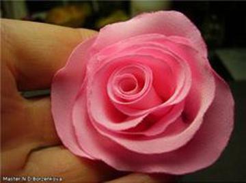 اموزش ساخت گل رز با روبان,ساخت گل با روبان,اموزش تصویری ساخت گل با روبان,روبان دوزی,گلسازی,اموزش گل های روبانی,اموزش ساخت انواع گل,ساخت گل محمدی با روبان,ساخت گل نرگس با روبان,ساخت گل داوودی با روبان,ساخت انواع گل با روبان,آموزش گلسازی با پارچه
