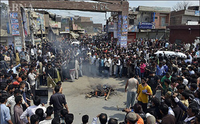 سوزاندن مظنونین لاهور پاکستان