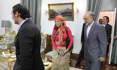 پوشش سیاسی,پوشش عجیب زن در جلوی سیاستمداران ایران