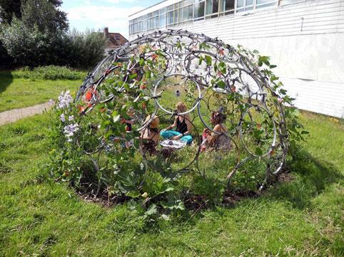 تزئین حیاط,تزئین حیاط با گلدان,آموزش تزئین حیاط با گلدان