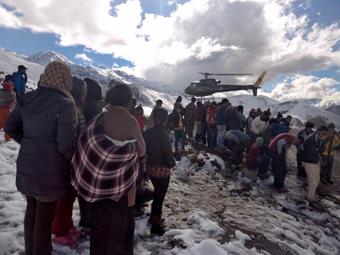 اجساد زیر برف در نپال,جسد صد نفر زیر برف در نپال
