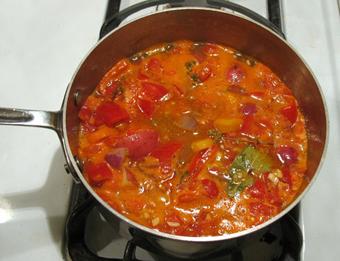 پخت خورش سیب زمینی و گوجه با غوره,پخت خورش