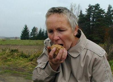 زنی که گل میخورد