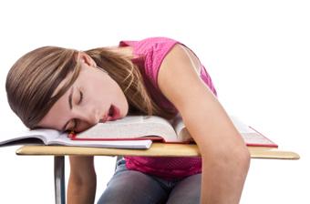 خوابیدن در هنگام درس خواندن,خوابیدن در زمان درس خواندن,خواب هنگام درس