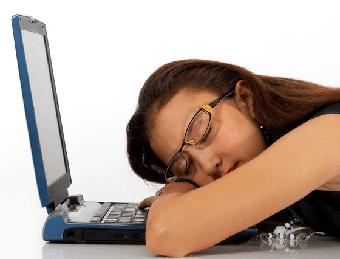 خوابیدن,خواب پشت میز,خوابیدن پشت کامپیوتر,خواب پشت سیستم