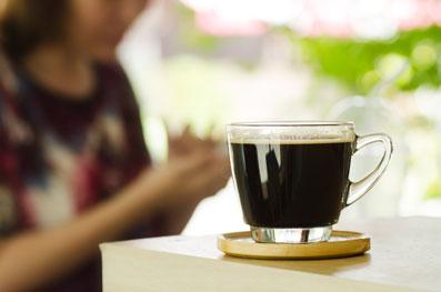 تاثیر کافئین روی سندرم خانوم ها,اثرات قهوه روی سندرم خانوم ها