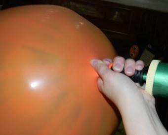 بمب سروپرایز عروسی,درست کردن بمب سورپرایز,تزیینات جشن تولد,ساخت بمب سورپرایز برای تولد,نحوه ساخت بمب سورپرایز,سورپرایزهای جشن تولد