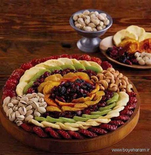تزیین میوه خشک برای سفره آرایی شب یلدا,تزیینات جذاب و شیک برای میوه های خشک شده,تزیین میوه خشک با شکلات تخته ای برای شب یلدا,