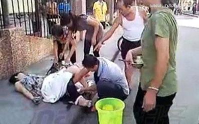 زایمان بچه به دست پدر,زایمان زنی در خیابان به دست شوهرش