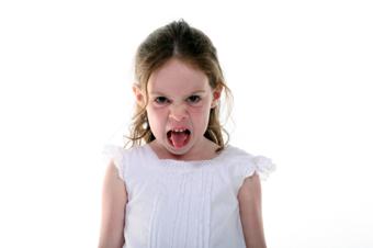 لوس بازی,بچه لوس,کودکان لوس,بزرگترين مشکلات کودکان لوس,مشکلات کودکان لوس,زوج لوس پرور