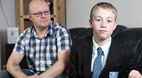 دانش آموزی که به خاطر کچل بودنش از مدرسه اخراج شد!