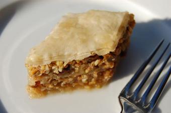 طرز پخت غذا برای افطار,انواع غذاها برای افطار,پخت باقلوا با کوبیده,طرز تهیه باقلوای گوشت