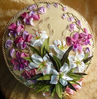 گلسازی باروبان,مدل های روبان دوزی,گلدوزی روی کوسن با روبان,ساخت گل با روبان,دوخت گل با روبان,Ribbon embroidery