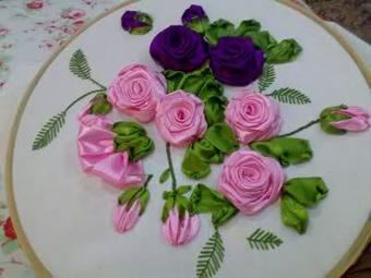گلدوزی روی کوسن با روبان,ساخت گل با روبان,دوخت گل با روبان,Ribbon embroidery
