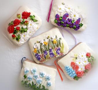 روبان دوزی,آموزش روبان دوزی,ساخت روبان,گلسازی باروبان,مدل های روبان دوزی,گلدوزی روی کوسن با روبان,ساخت گل با روبان,دوخت گل با روبان,Ribbon embroidery